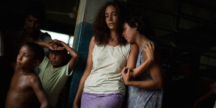 Los actores Vicente Quintero (Pinilla) y Samantha Castillo (Yajaira) en una escena de la película.